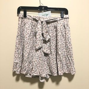 NWT Linen floral print tie shorts, med